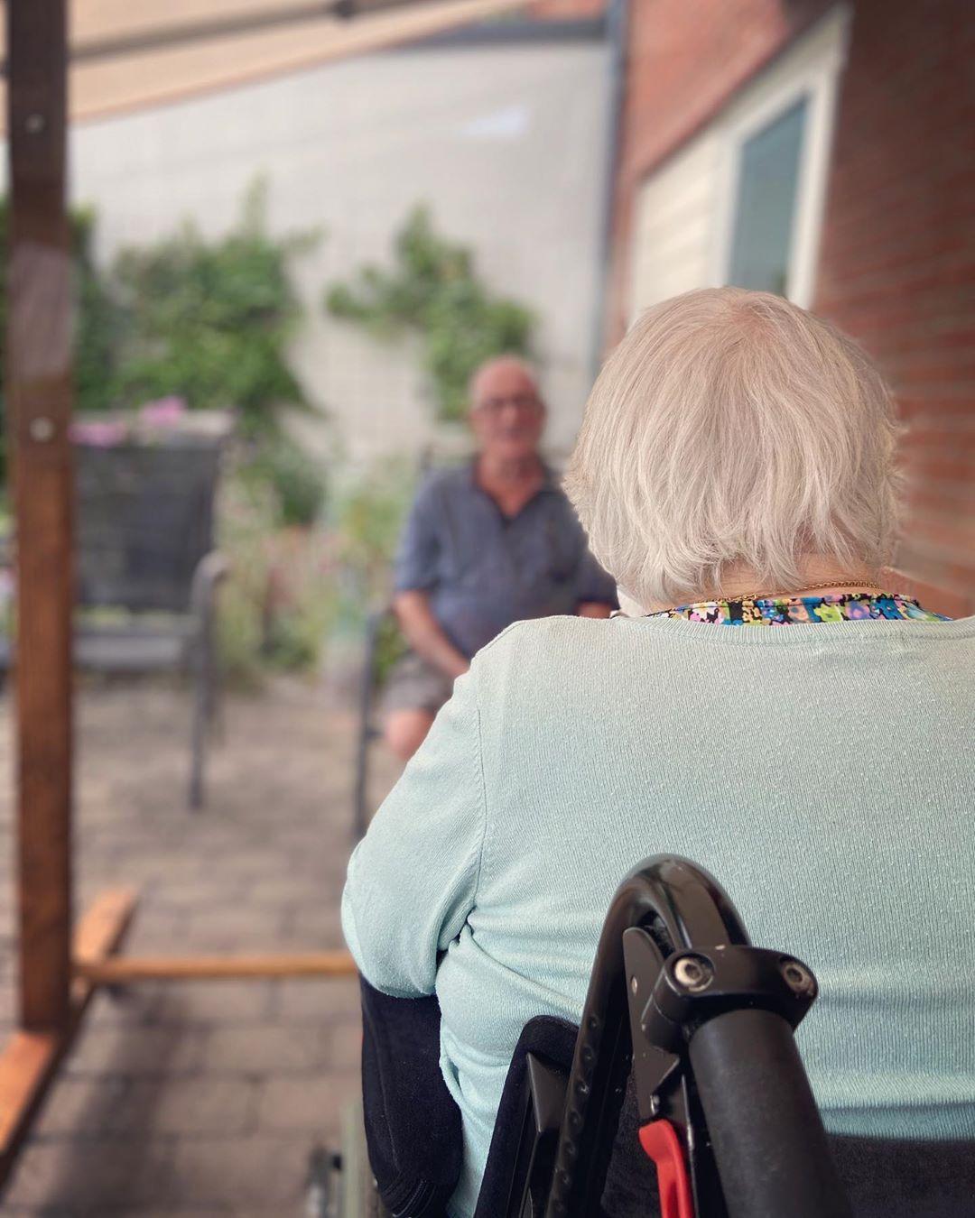Skärmar till äldrevården